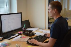 Dennis på kontoret