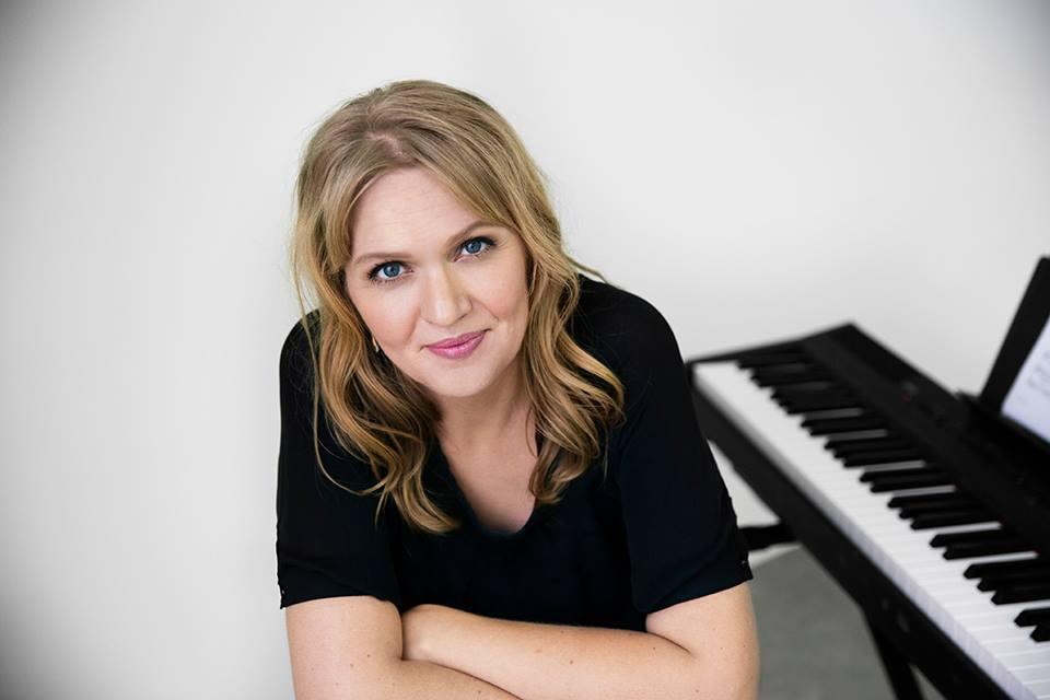 Christina sælger sangundervisning online