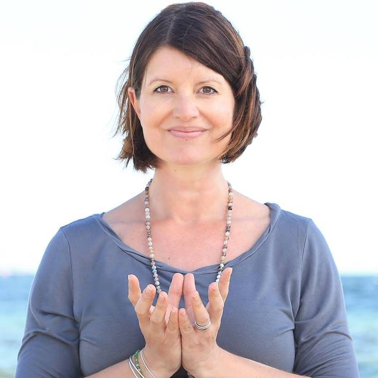 Anne har en uddannelse i Yoga mod stress