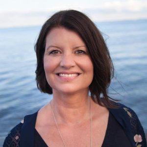 Anne underviser i Yoga mod stress online